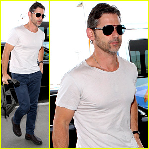 Eric Bana Looks Super Buff While Flying Out of Los Angeles