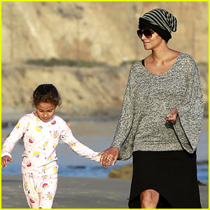Halle Berry Strolls the Beach with Nahla & Friends!