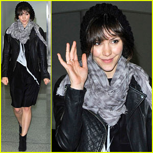 Katharine McPhee Arrives at LAX in Time for the Holidays!