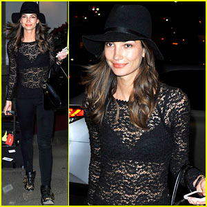 Lily Aldridge: Back at LAX After Quick Trip in Town!