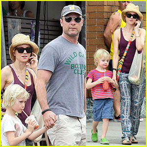 Naomi Watts & Liev Schreiber: Family BBQ with Simon Baker!
