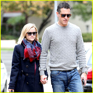 Reese Witherspoon & Jim Toth Hold Hands at UCLA Medical Plaza