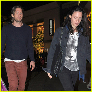 Scott Speedman: Holiday Shopping with Girlfriend Camille De Pazzis