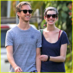 Anne Hathaway & Adam Shulman: Romantic Getaway in Hawaii!