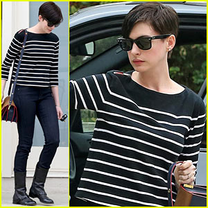 Anne Hathaway 'Took a Beating From the Internet' After Last Year's Oscars Win
