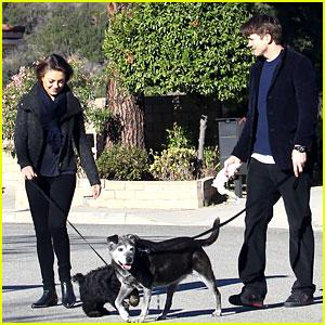 Ashton Kutcher & Mila Kunis: Monday Morning Dog Walkers!