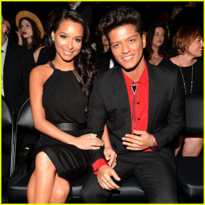 Bruno Mars Thanks Girlfriend Jessica Caban at Grammys 2014!