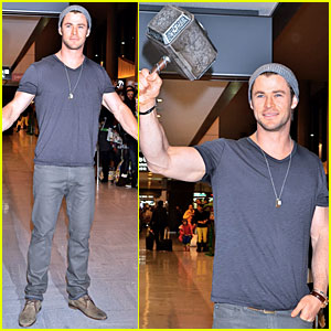 Chris Hemsworth Carries Thor Hammer at Narita Airport!