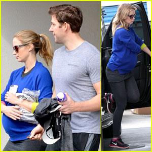 Pregnant Emily Blunt's Baby Bump is Getting Bigger & Bigger!