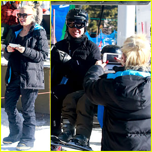 Gwen Stefani Cheers on Her Boys While They Go Skiing!