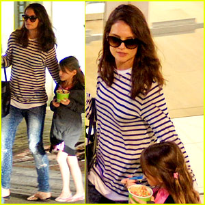 Katie Holmes Goes Shopping & Gets Frozen Yogurt with Suri!