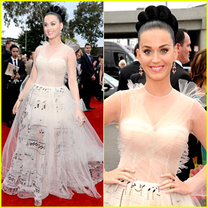 Met Gala 2017 Katy Perry wears John Galliano dress