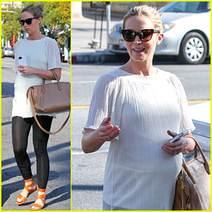Pregnant Emily Blunt Grabs Lunch at Alcove Restaurant