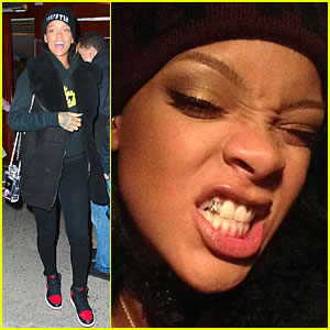 Rihanna Shows Off Gold Tooth on Instagram!