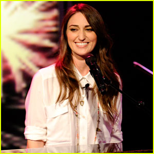 Sara Bareilles Sings Grammy Nominated 'Brave' on 'The View'!