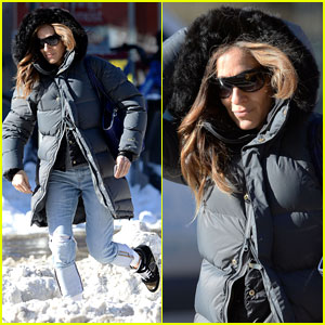 Sarah Jessica Parker makes her way through several inches of snow as