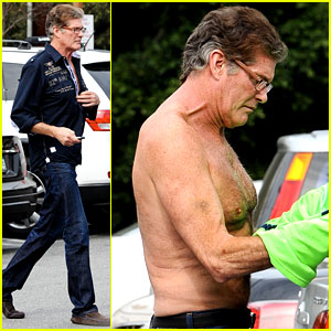 David Hasselhoff Changes His Shirt in Middle of a Parking Lot
