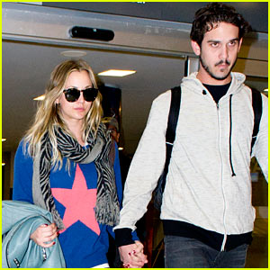 Kaley Cuoco & Ryan Sweeting Hold Hands After Landing in New York
