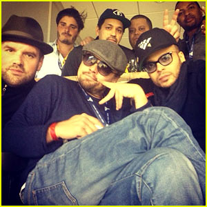 Leonardo DiCaprio Spends Super Bowl 2014 Surrounded by Pals