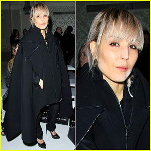 Noomi Rapace: Antonio Berardi Fashion Show in London!