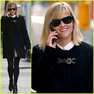 Reese Witherspoon Enjoys Rare Warm New York Weather!