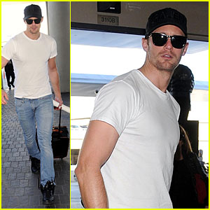 Alexander Skarsgard: 'True Blood' Turns Riley Smith into a Sexy Vampire for Season 7!