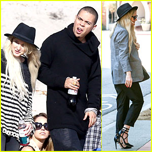Ashlee Simpson & Evan Ross Beach It Up with His Mom Diana Ross!