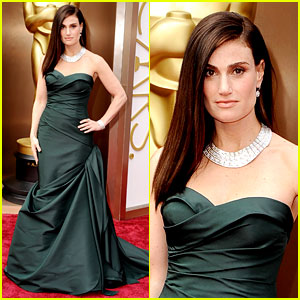 Idina Menzel is 'Wicked' Green on the Oscars 2014 Red Carpet