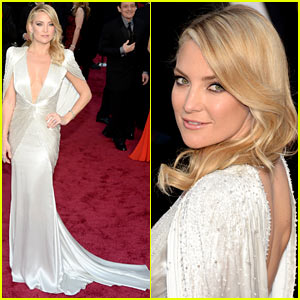 Kate Hudson Rocks Plunging Neckline on Oscars 2014 Red Carpet!