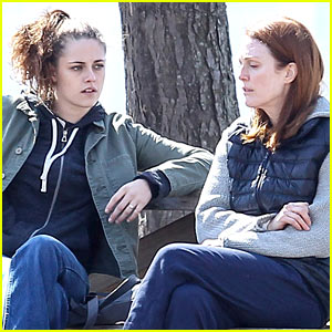 Kristen Stewart & Julianne Moore Share a Moment for 'Still Alice'