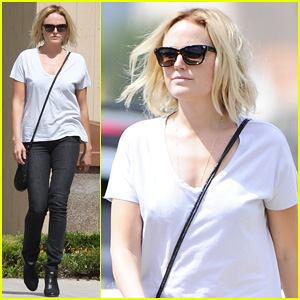 Malin Akerman Is A Casual Lady for Lawyer's Office Visit!