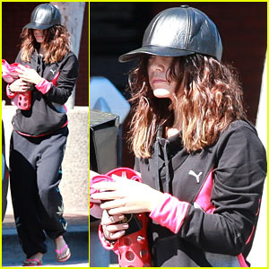 Vanessa Hudgens: Ashley Tisdale is a 'Babe, Babe, Babe!'