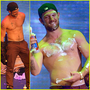 Alex Pettyfer Goes Shirtless as Real Life 'Magic Mike' in Vegas!