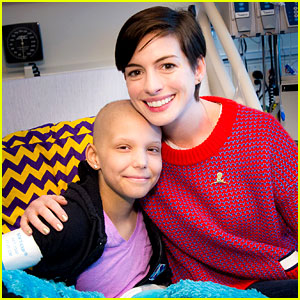 Anne Hathaway Surprises Kids at St. Jude with 'Rio 2' Screening!