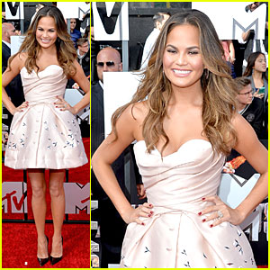 Chrissy Teigen Is Such a Doll at MTV Movie Awards 2014!
