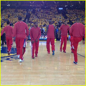L.A. Clippers NBA Team Wear Uniforms Inside Out in Protest of Owner Donald Sterling's Alleged Racist Remarks (Video)