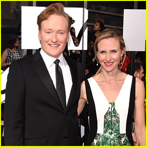 Conan O'Brien Brings Wife Liza Powel to MTV Movie Awards 2014 For His Big Night as Host!