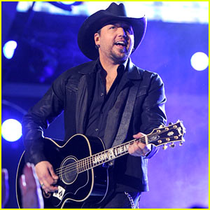 Jason Aldean Sings 'When She Says Baby' at ACM Awards 2014 Before Winning Male Vocalist of the Year!