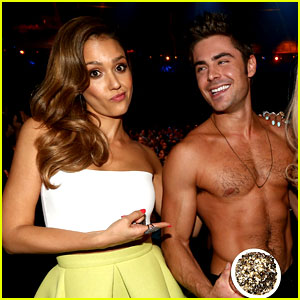 Jessica Alba Mispronounces Zac Efron's Name at MTV Movie Awards 2014 (Video)