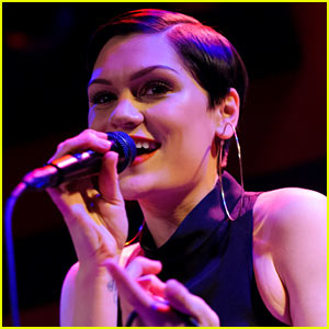 Jessie J Goes on Twitter Rant: My Bisexuality Was a 'Phase,' I Only D