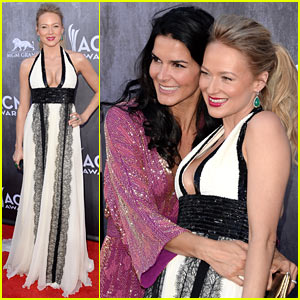 Jewel Gets Big Hug from Angie Harmon at ACM Awards 2014
