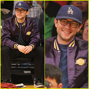 Joseph Gordon-Levitt Is a Handsome Lakers Cheerleader!