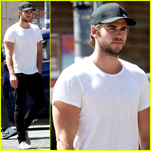 Liam Hemsworth Emerges & He Sure is Looking Fit!
