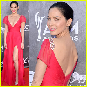 Olivia Munn Shows Us Lots of Leg at ACM Awards 2014