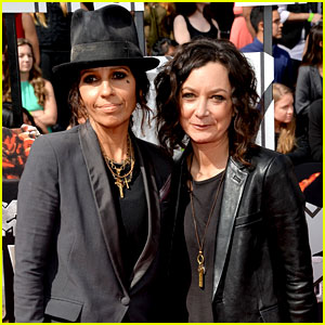 Sara Gilbert & Linda Perry Step Out as Married Couple at MTV Movie Awards 2014!