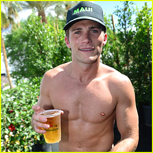 Scott Eastwood Proudly Flaunts Shirtless Sexy Body at Coachella!