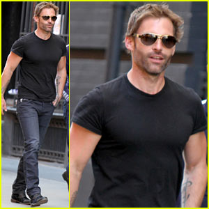 Seann William Scott's T-Shirt Can Barely Contain His Super Ripped Muscles!