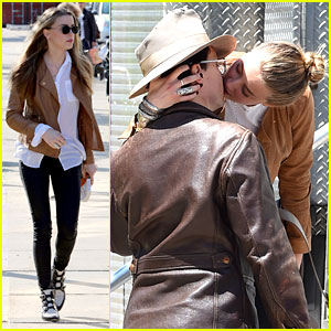 Amber Heard & Johnny Depp Passionately Kiss in New York!