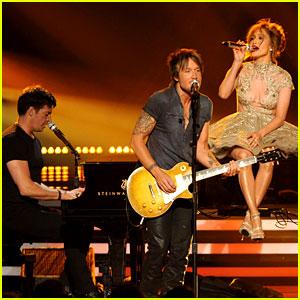 'American Idol' Judges Perform Together on the Finale! (Video)