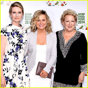 Amy Poehler Drops By Bette Midler's Annual Spring Picnic!